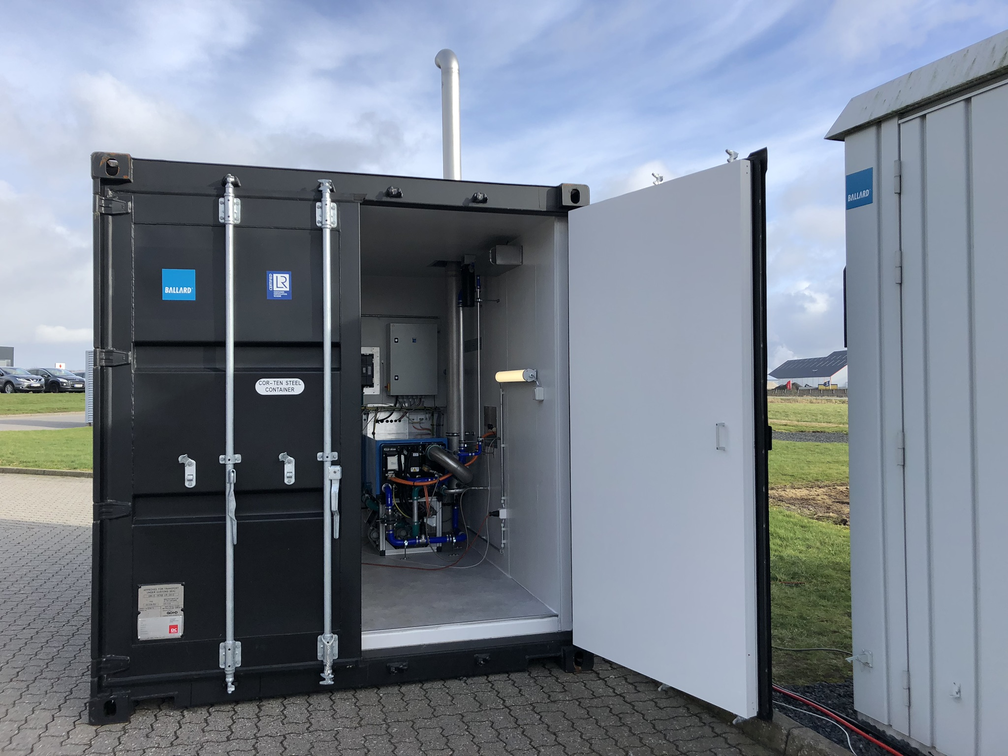 A fuel cell was shipped from Ballard in Denmark to Kongsberg in
